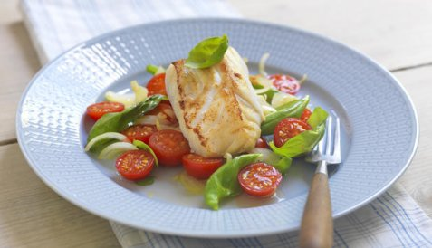 Torskefilet med tomatsalat oppskrift.