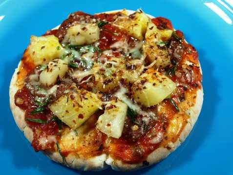 Pitapizza med ananas oppskrift.