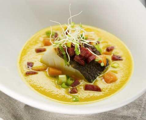 Gulrotsuppe med torsk, chili og ingefær oppskrift.