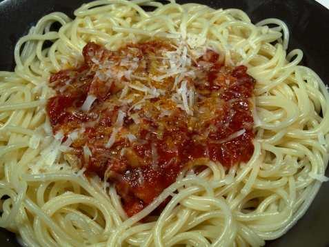 Enkel spaghetti all´Arrabiata oppskrift.