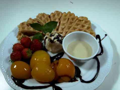 Dessertanretning med vafler oppskrift.