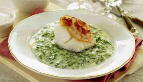 Ovnsbakt torsk med bacon og snittebønnestuing oppskrift.
