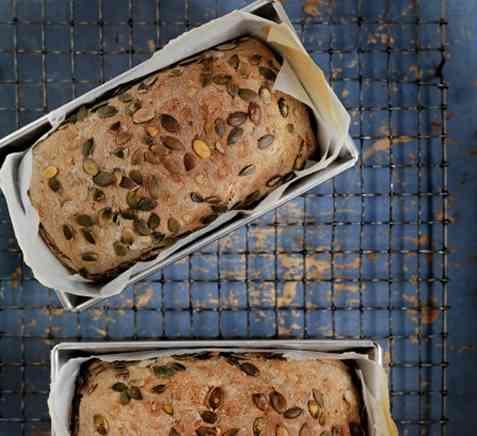 Brød med gresskarkjerner og honning oppskrift.