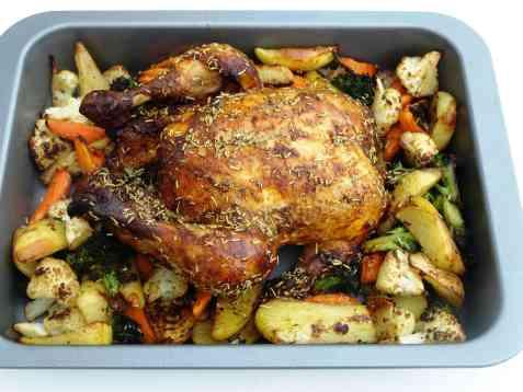 Ovnsbakt kylling med rosmarin og grønnsaker oppskrift.