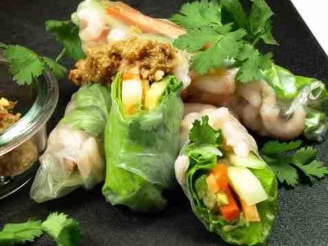 Vietnamesiske vårruller med peanøttsaus oppskrift.