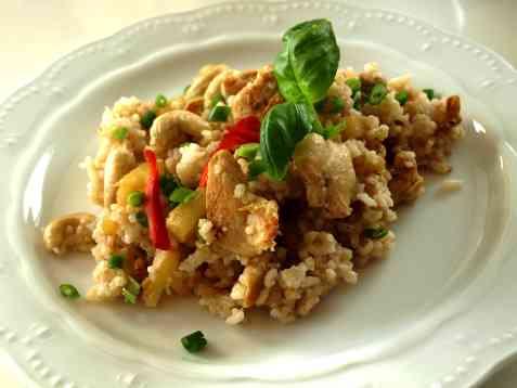 Stekt ris med kylling, ananas og cashew. (Khao phat kai) oppskrift.