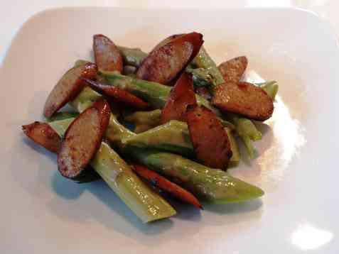 Bilde av Aspargessalat med grillp�lser.