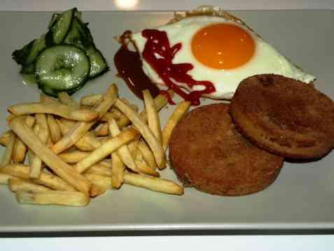 Bilde av Stekt torskerogn med pommes frites.