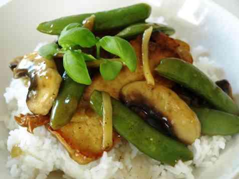 Stekt tofu med sopp og soya-ingefærsaus oppskrift.