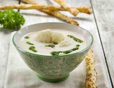 Blomkålsuppe med persilleolje oppskrift.