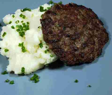 Bilde av Karbonadeburger med potetmos.