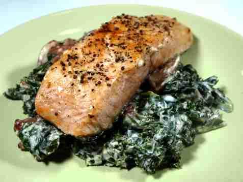 Stekt fisk med stuet grønnkål oppskrift.
