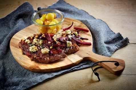 Grillet entrecote med rødbeter og blåmuggost oppskrift.