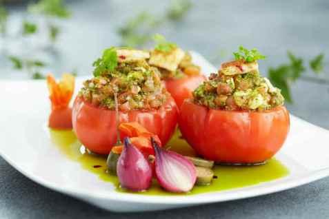 Ratatouillefylte tomater oppskrift.