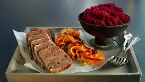 Bilde av Reinsdyrterrin med syltede gr�nnsaker.