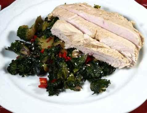 Posjert kylling med flower sprout og brokkoli oppskrift.