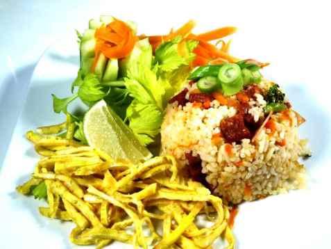 Prøv også Stekt ris med strimlet omelett chorizo og salat.