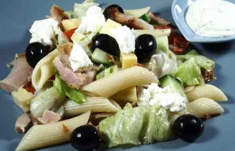 Enkel kylling og pastasalat oppskrift.