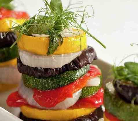 Bakte grønnsaker i tårn oppskrift.