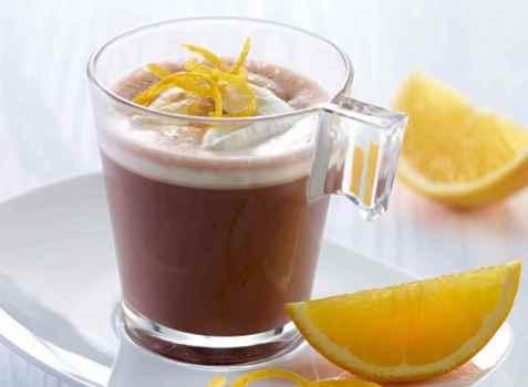 Varm sjokolade med krem og appelsin oppskrift.