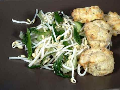 Stir fry spirer med fiskekaker og pepper oppskrift.