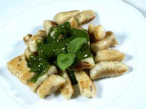 Potetgnocchi med grønn saus oppskrift.