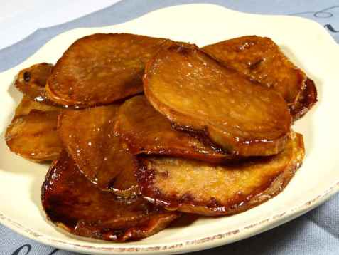 Frityrstekte søtpoteter som snacks (kamote que) oppskrift.