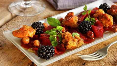 Reinsdyrcarpaccio med sopp og bjørnebær oppskrift.