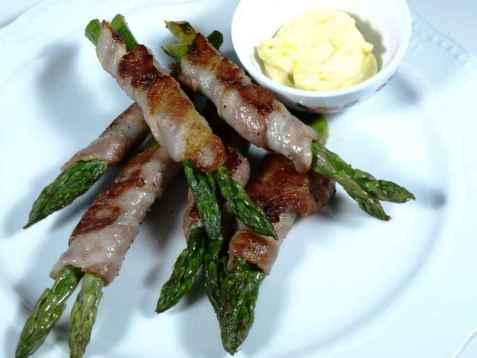 Bilde av Asparges og baconrull.