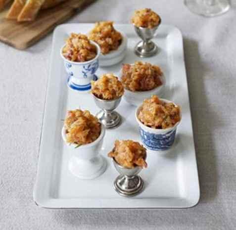 Bilde av Laksetartar med sitron.