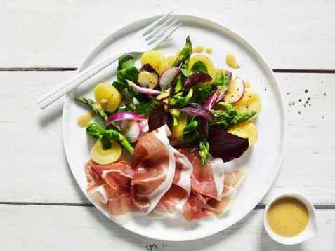 Bilde av Lun salat med potet og spekeskinke.