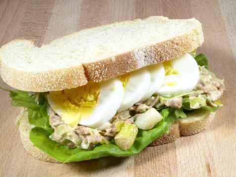 Tunfisksandwich med egg oppskrift.