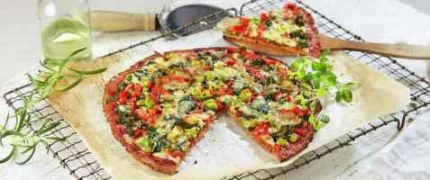 Blomkålpizza med grønnsaker oppskrift.