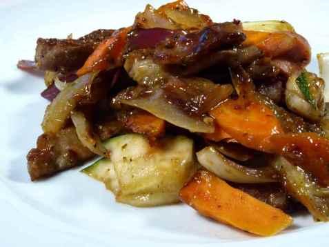 Wok med svinekjøtt og sitrongressaus oppskrift.