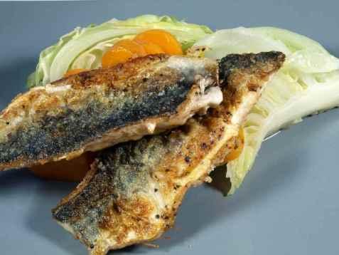 Stekt makrell med nykål og gulrot oppskrift.