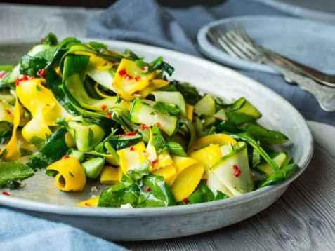 Squash- og spinatsalat oppskrift.