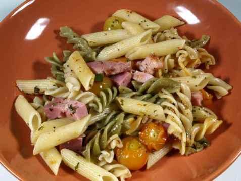 Pasta med basilikum og friske tomater oppskrift.