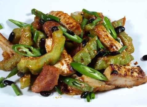 Spicy wok med chili og tofu oppskrift.