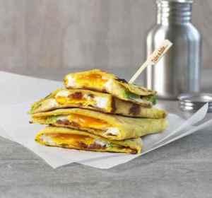 Quesadilla med egg og bacon oppskrift.