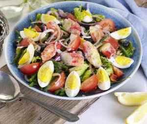 Salat nicoise med kongekrabbe oppskrift.