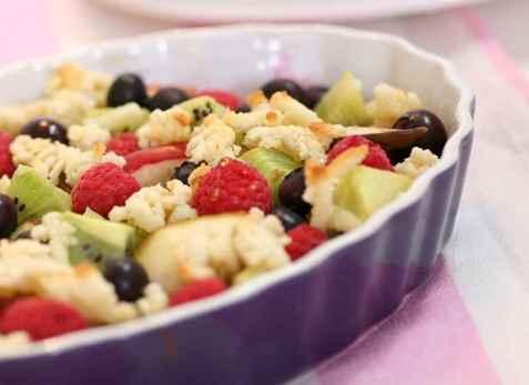 Lun fruktsalat med marsipan oppskrift.