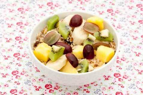Kornblanding med frisk frukt oppskrift.