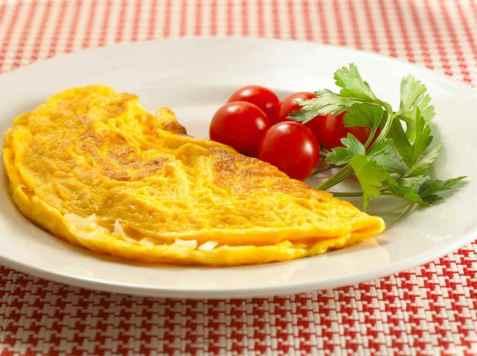 Omelett med ost og løk oppskrift.