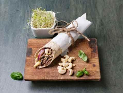 Fullkornswrap med reinskav og cashewnøtter oppskrift.
