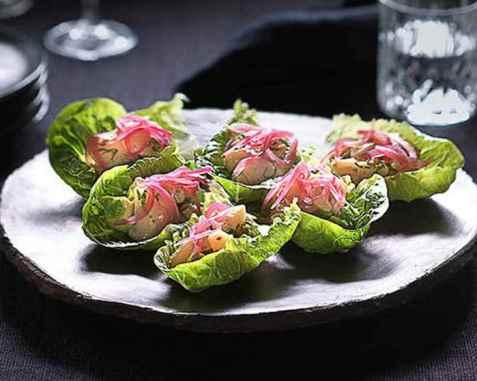 Ceviche av kamskjell med syltet rødløk og avokado oppskrift.