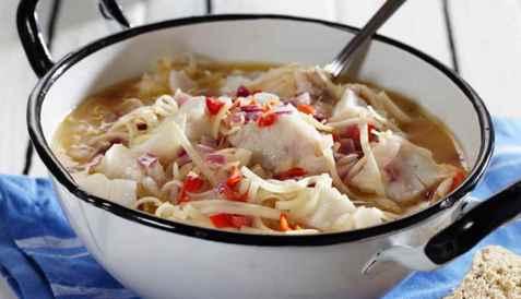 Asiatisk fiskegryte med torsk og nudler oppskrift.