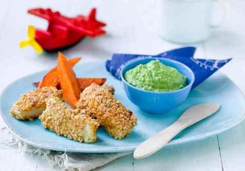 Barnas sprø fiskepinner med ertepuré og stekt søtpotet oppskrift.