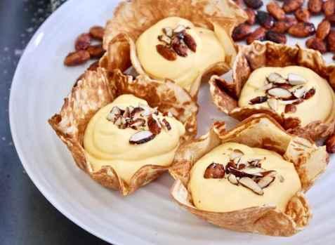 Krumkaker med mangokrem oppskrift.