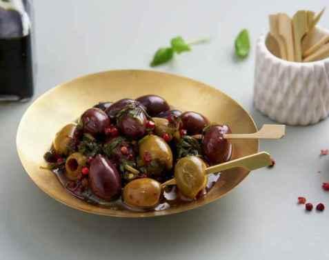 Marinerte oliven som snacks oppskrift.