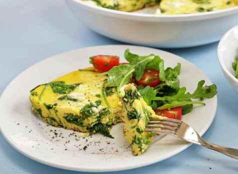 Frittata med spinat og feta oppskrift.